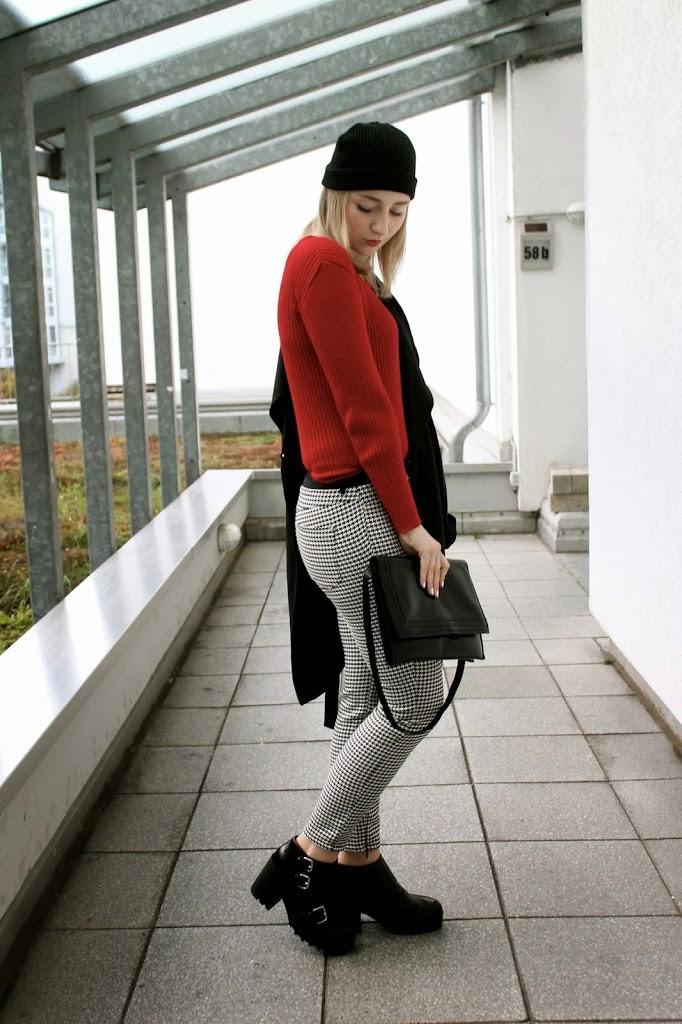gothic-alternativer-look-schwarz-weiß-rot