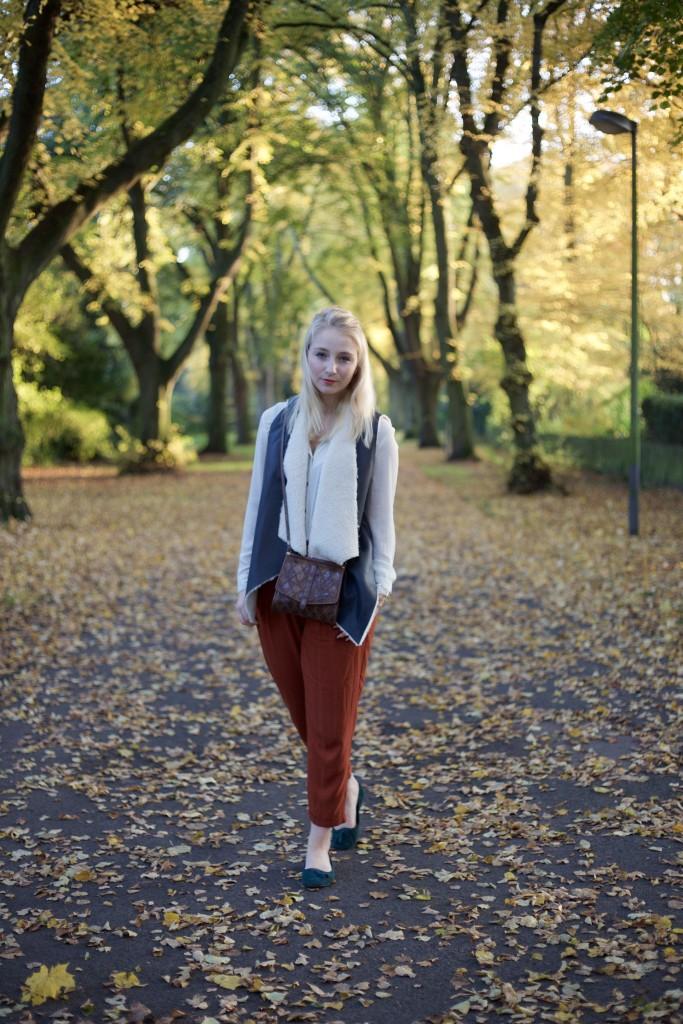 Autumn_Outfit_Fashion_Vest_Weste_Fashionvernissage_2384