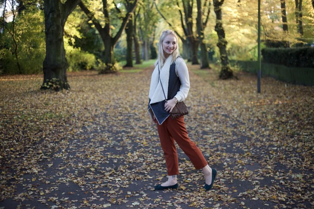 Autumn_Outfit_Fashion_Vest_Weste_Fashionvernissage_2397