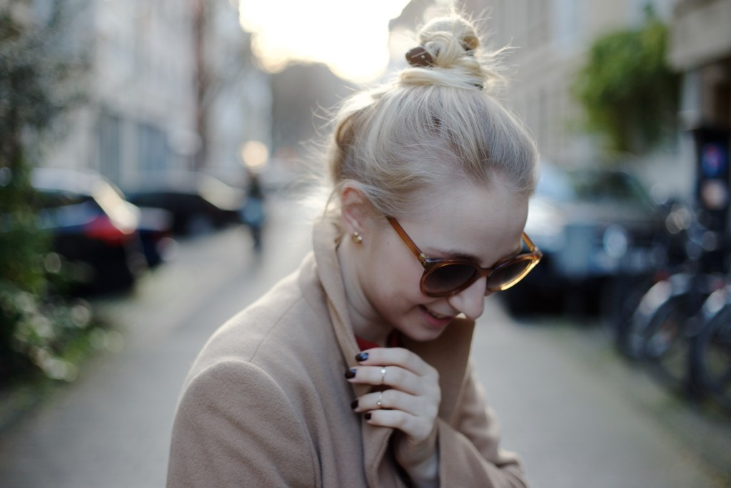 camel_coat_trend_fashionvernissage_docs_blog_4085