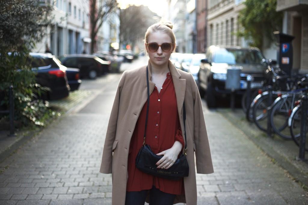camel_coat_trend_fashionvernissage_docs_blog_4086