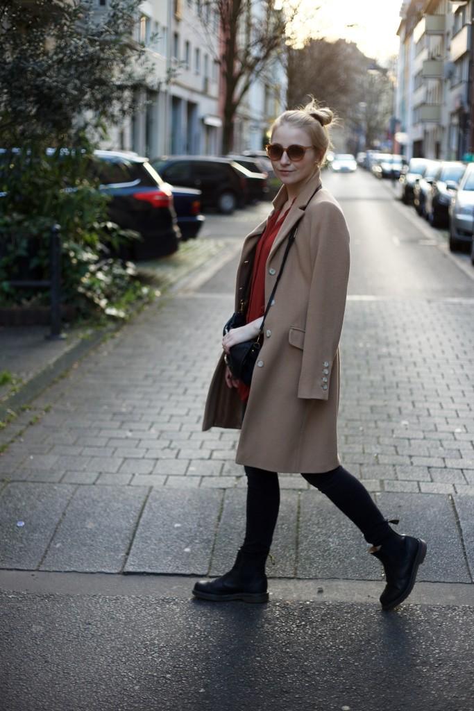 camel_coat_trend_fashionvernissage_docs_blog_4096