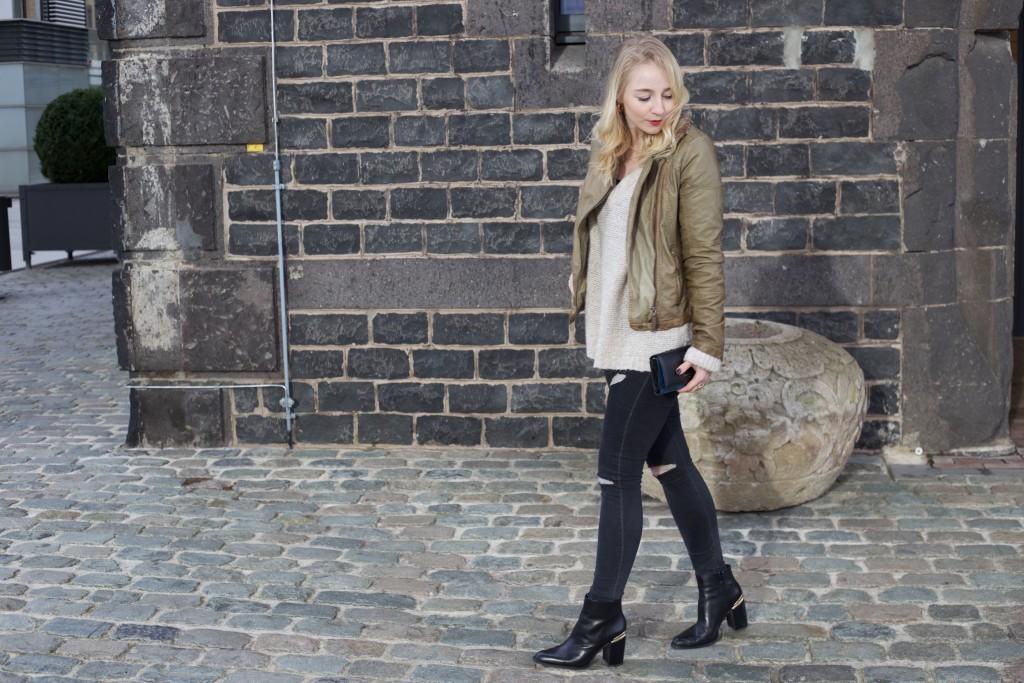 Fliegerjacke_Garcia_Jeans_outfit_Fashionblog_Cologne_0050