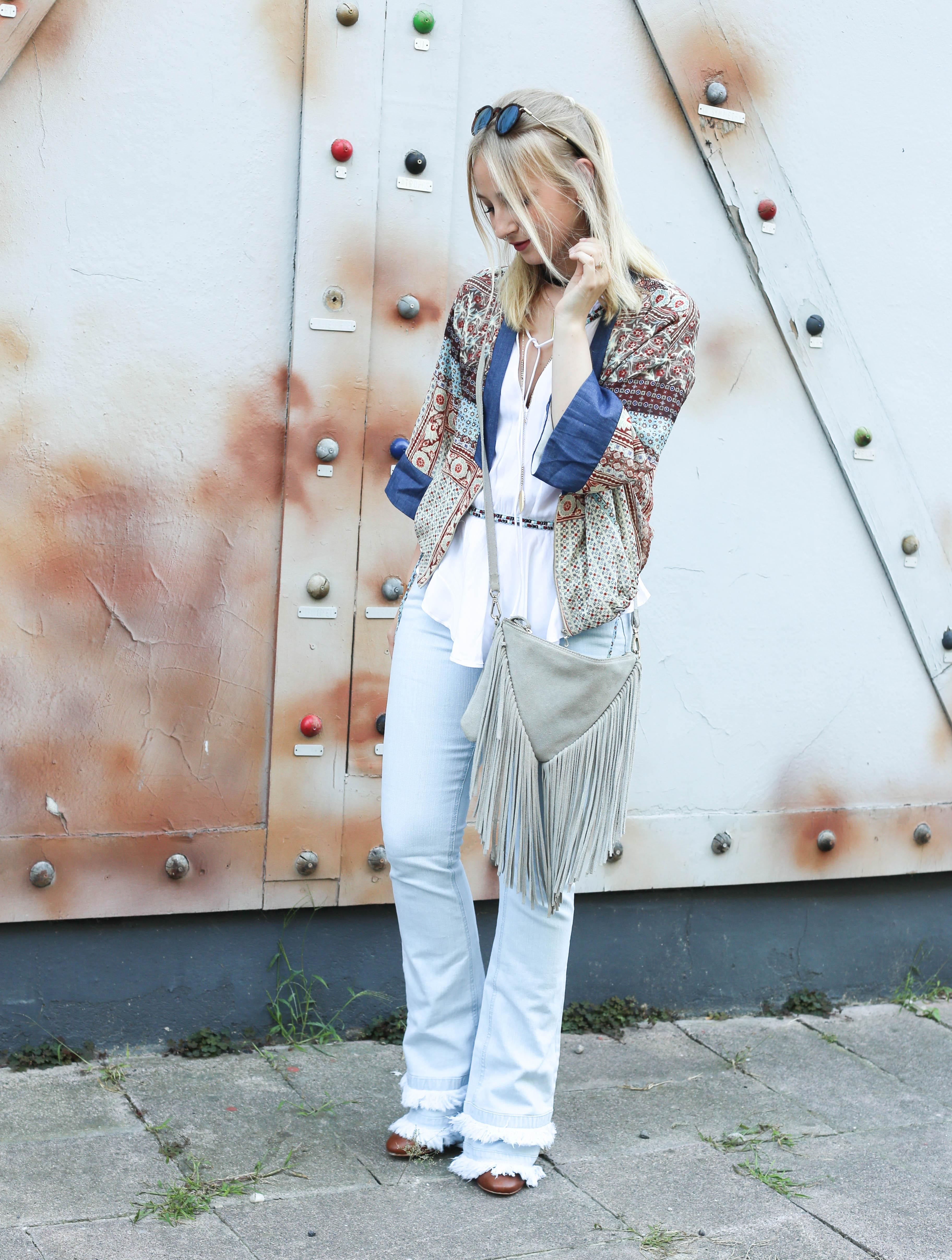 festival-look-fashionblog-berlin-modeblog-outfit-schlaghose-flared-jeans_1639