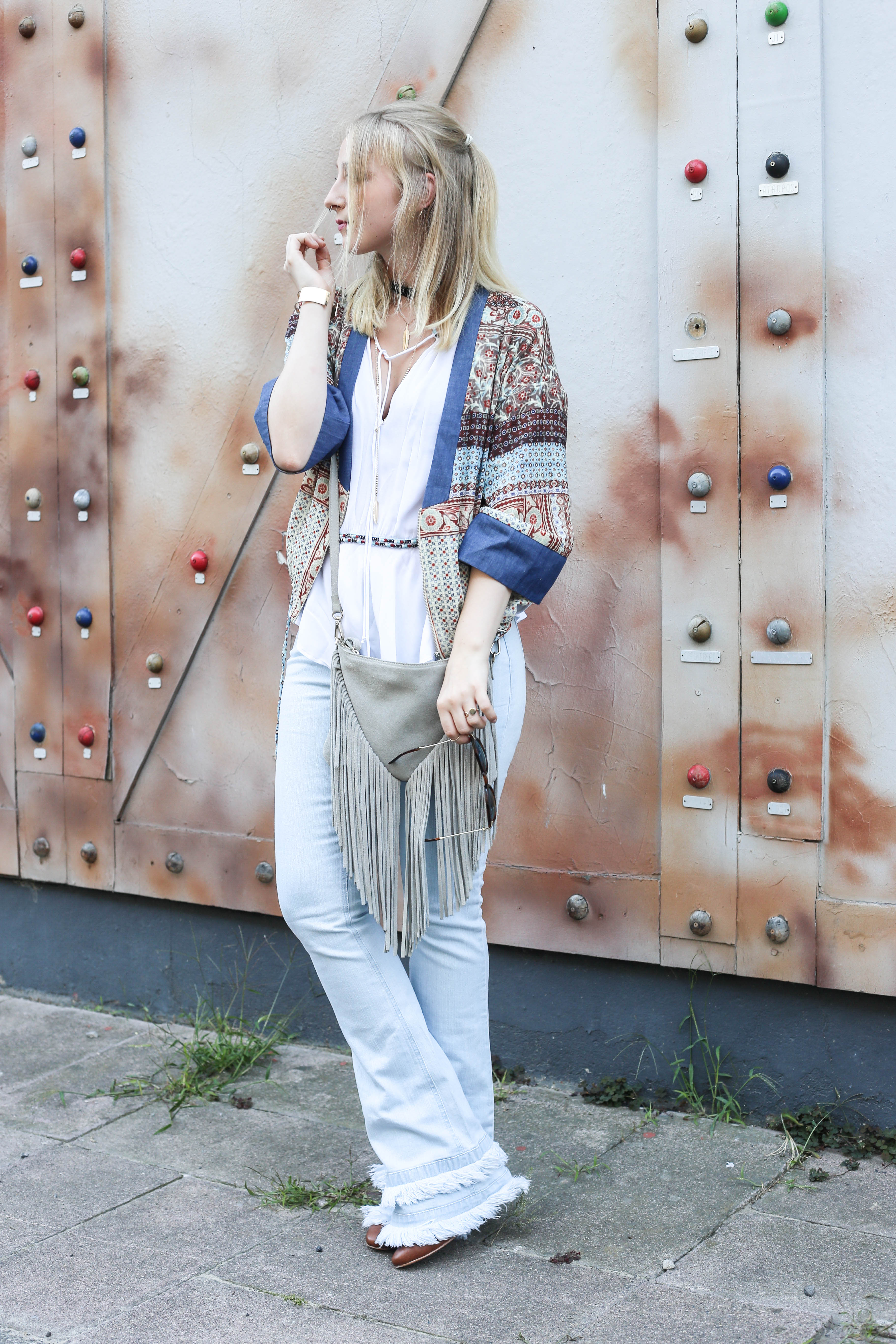 festival-look-fashionblog-berlin-modeblog-outfit-schlaghose-flared-jeans_1662