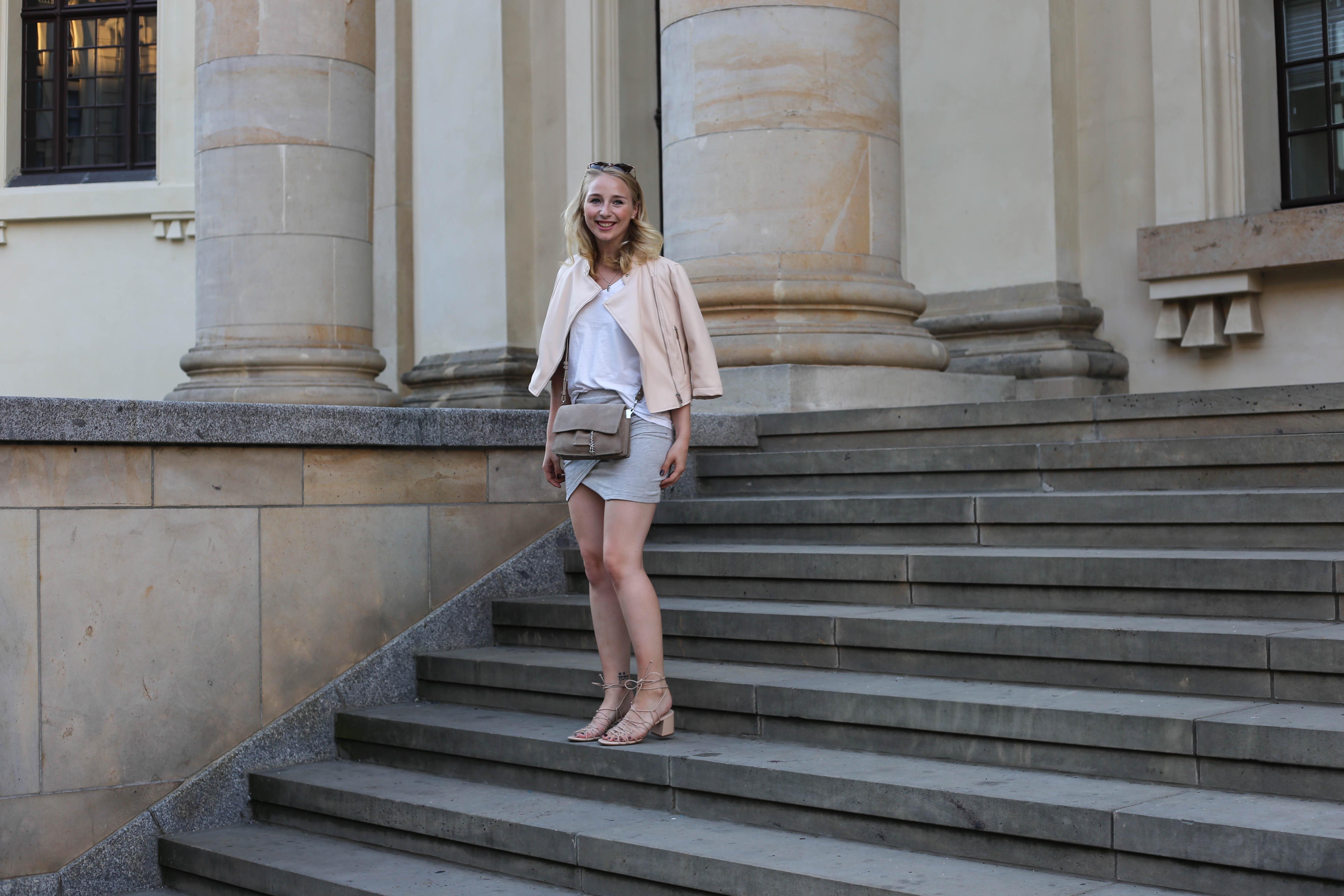 sommerlook-rosa-lederjacke-mango-klotzabsatz-sandalen-fashionblog-berlin-mode-blog-outfit_2337