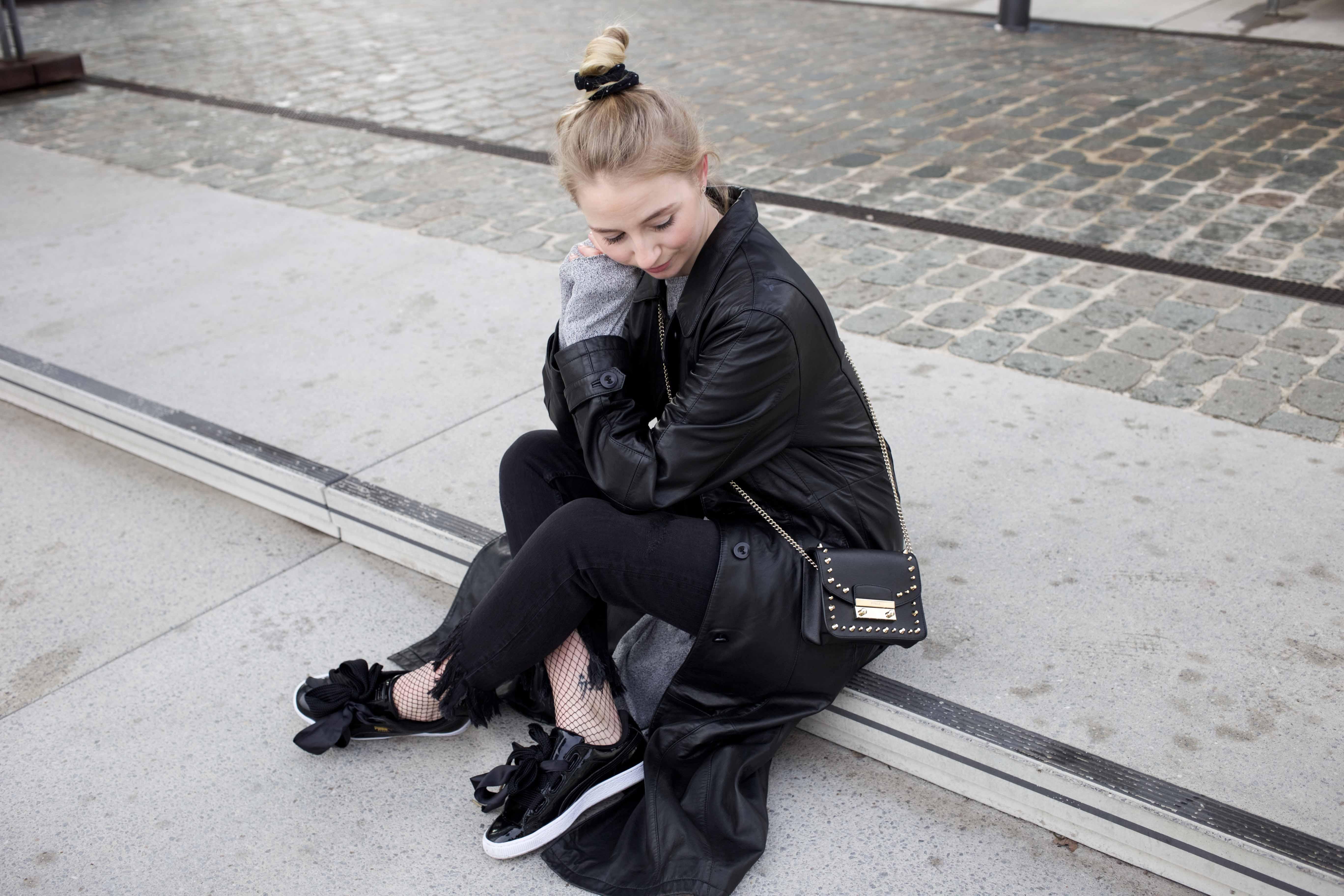 Netzstrumpfhose-kombinieren-Trend-Outfit-Fashionblog-PUMA-Basket-Ledermante_9535