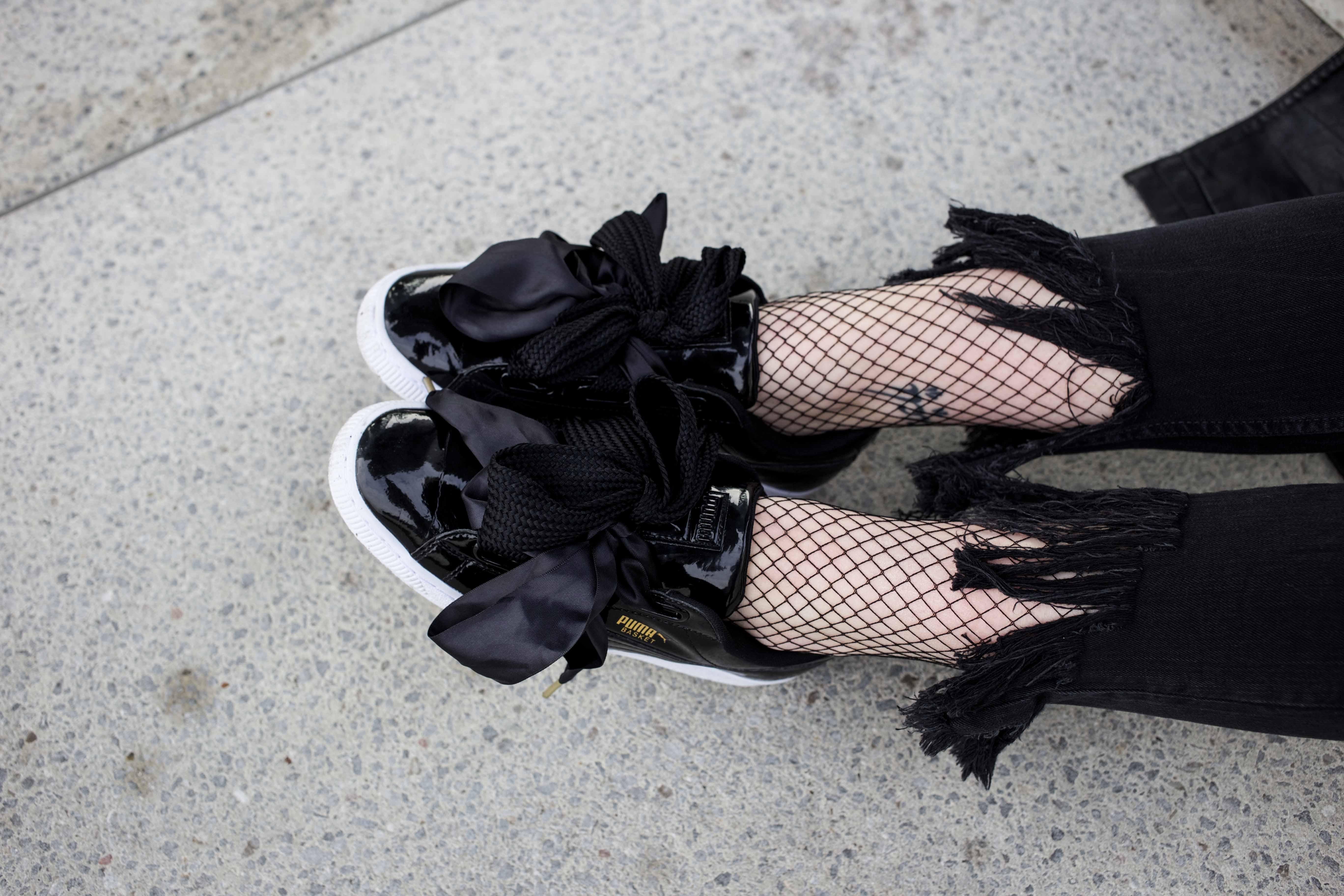 Netzstrumpfhose-kombinieren-Trend-Outfit-Fashionblog-PUMA-Basket-Ledermante_9543
