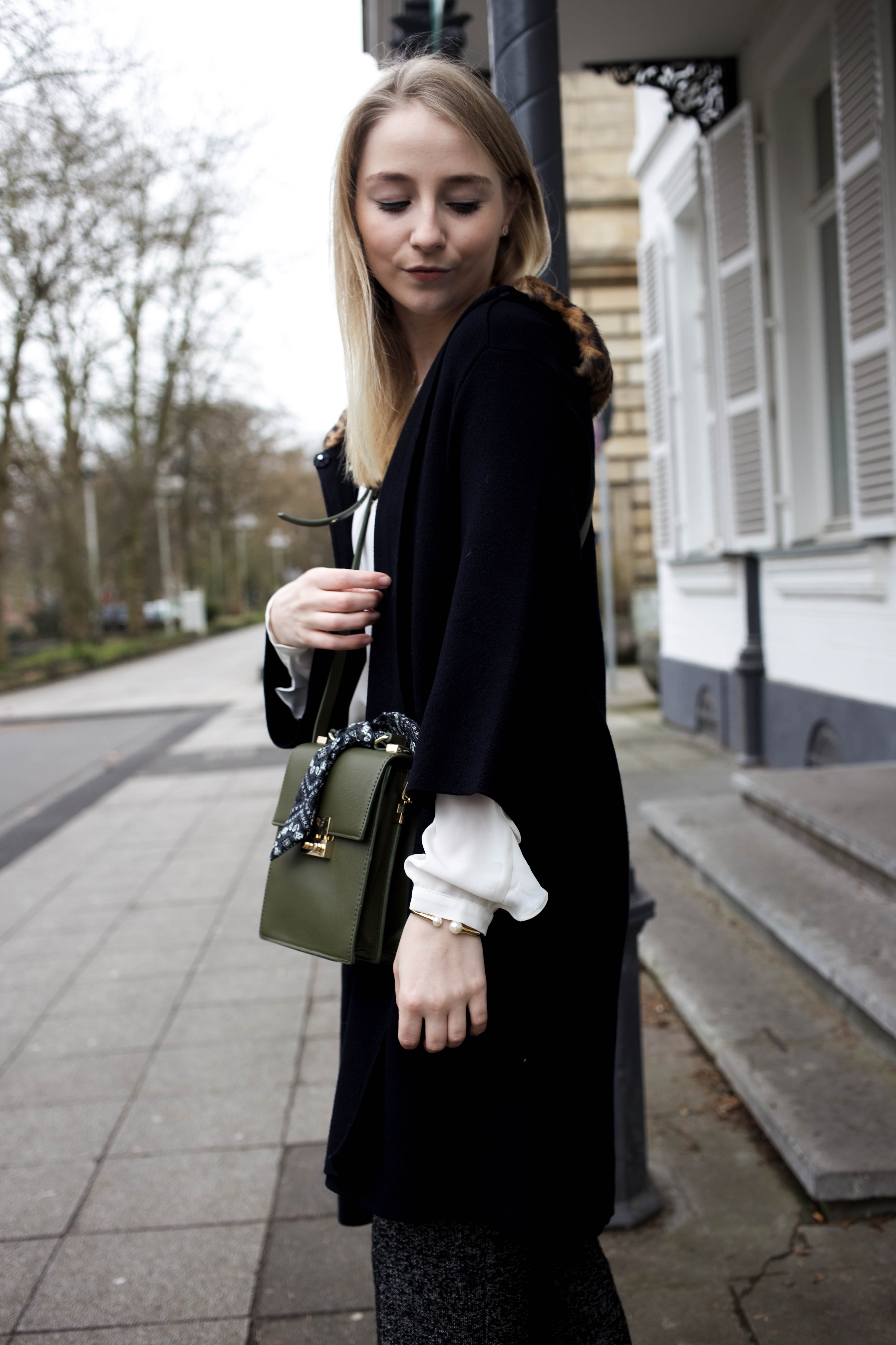 marlenehose-kombinieren-streetstyle-look-modeblog-fashion-blog-cologne-berlin-bonn_0030