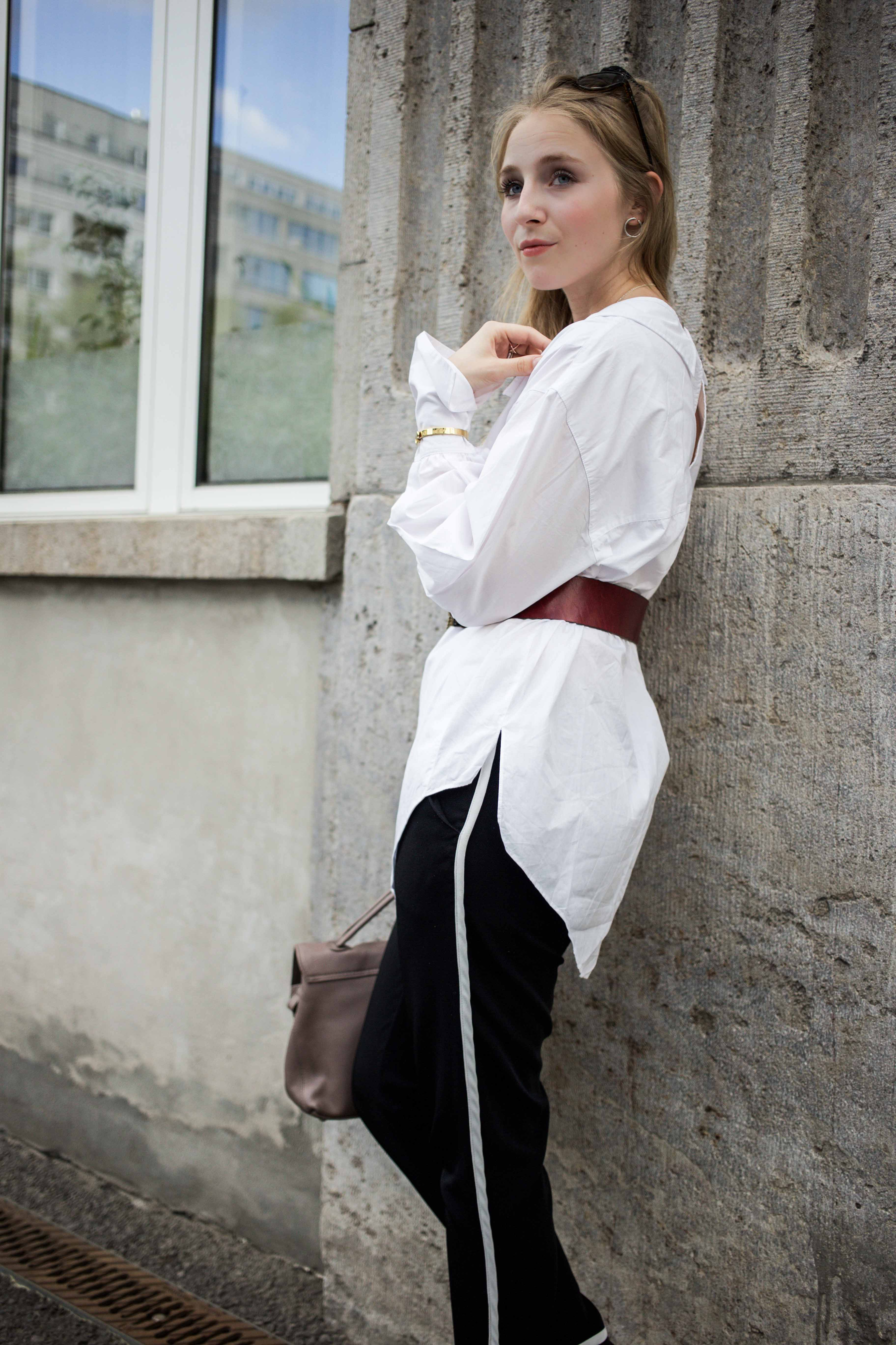 fashionweek-berlin-statement-gürtel-oversized-bluse-outfit-modeblog_6351