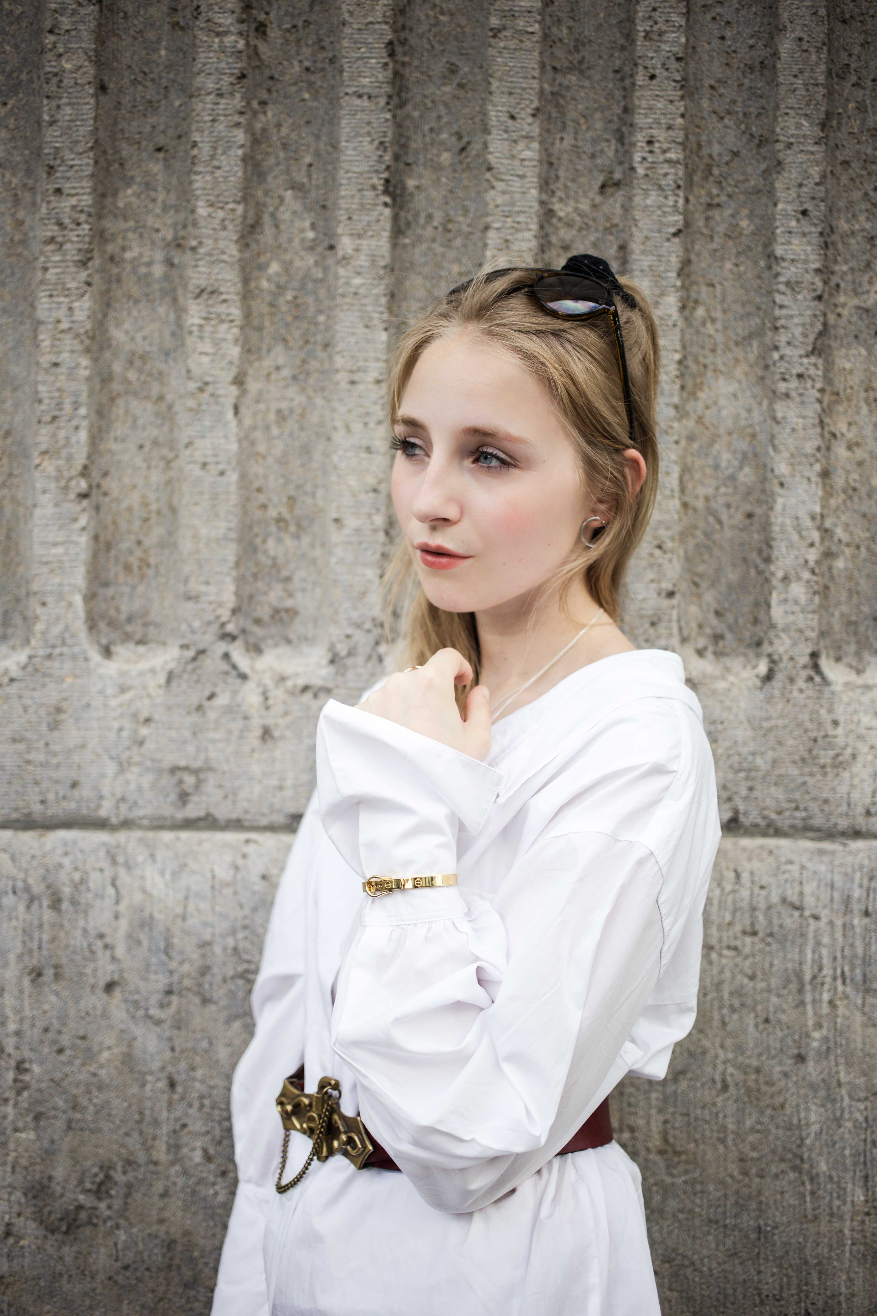 fashionweek-berlin-statement-gürtel-oversized-bluse-outfit-modeblog_6364