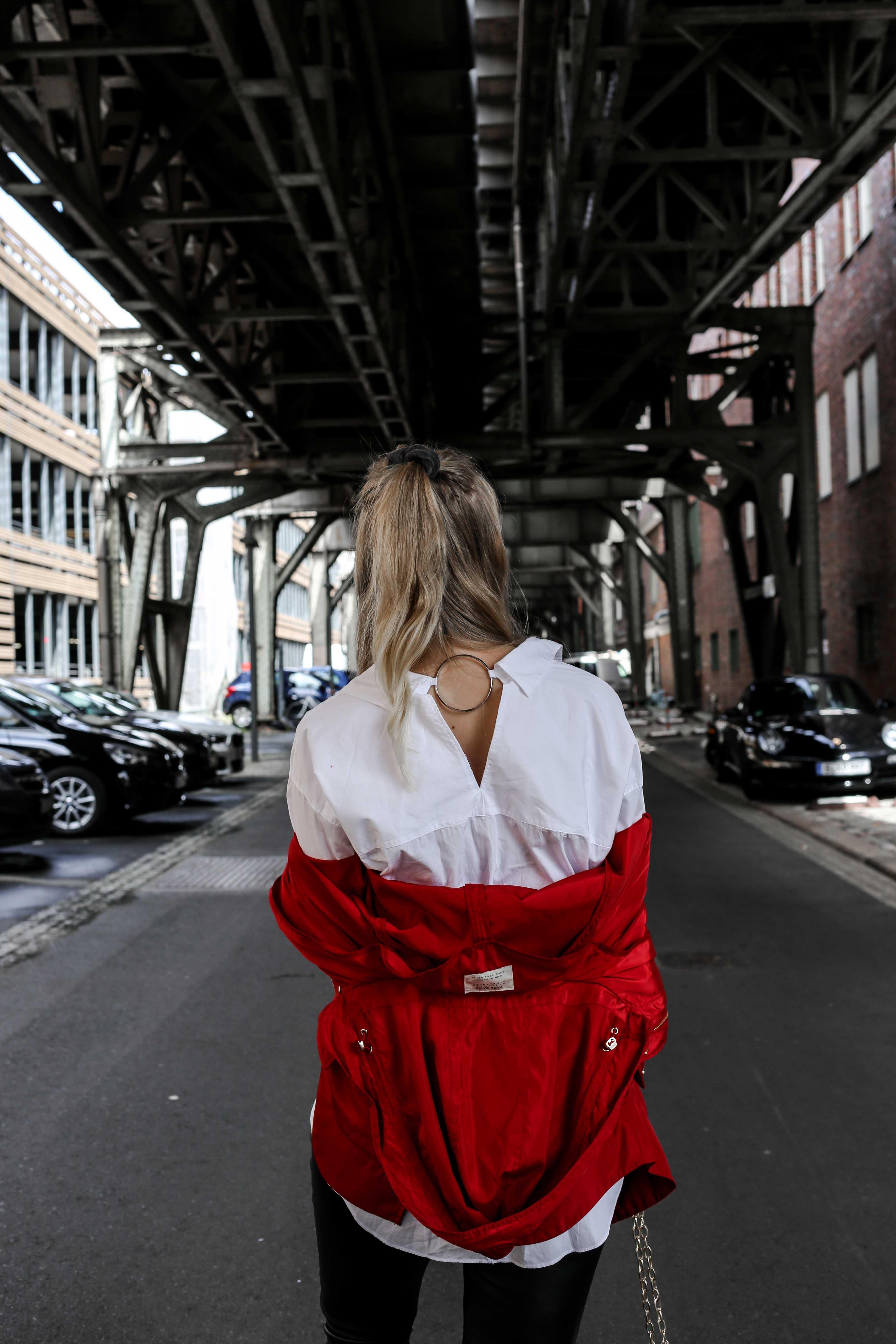 fashion-week-look-rote-regenjacke-grunge-outfit-berlin-modeblog-fashionblog_9335