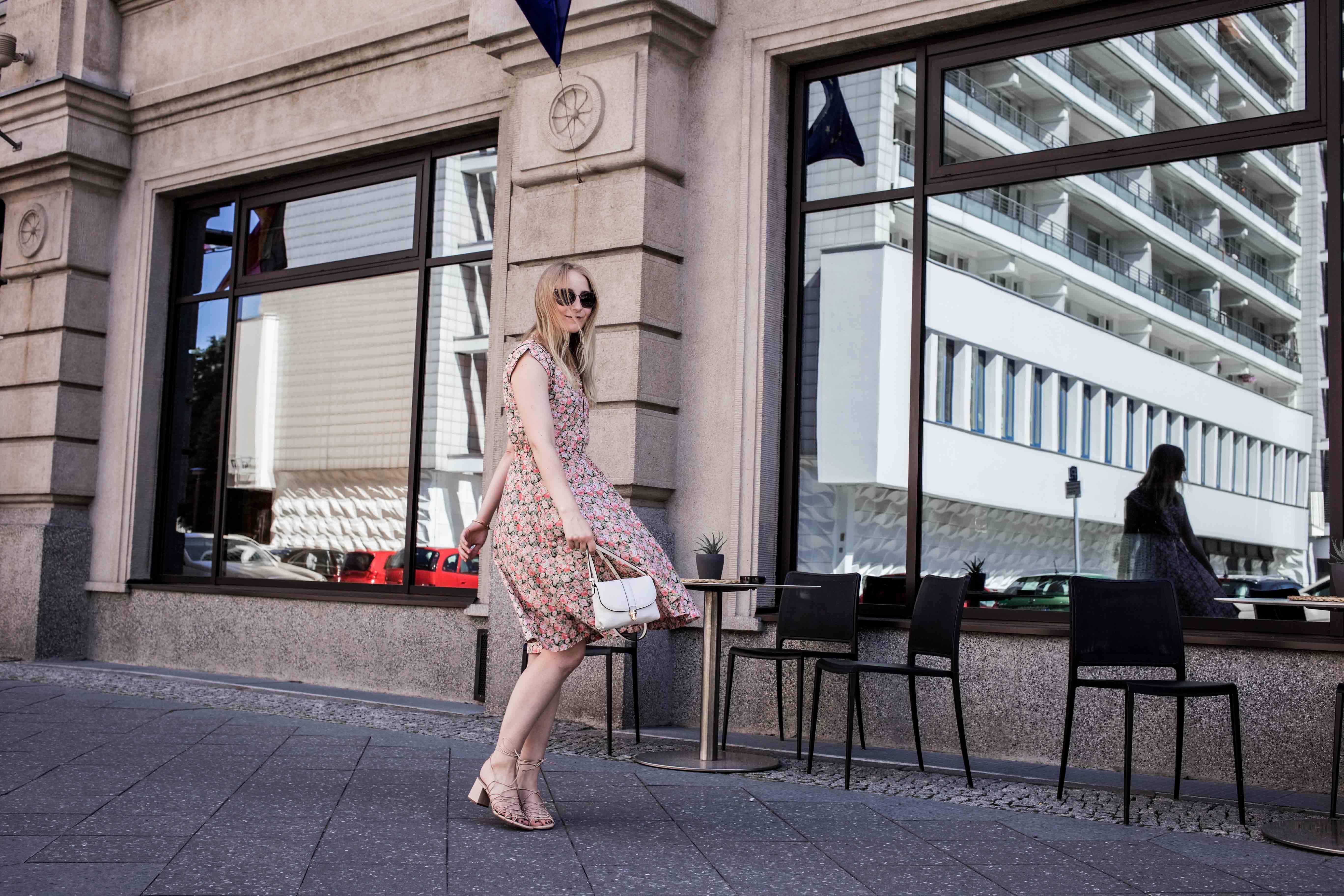 80er-jahre-blumenkleid-paris-vintage-lover-second-hand-outfit-look-fashionblogger-modeblog_7768
