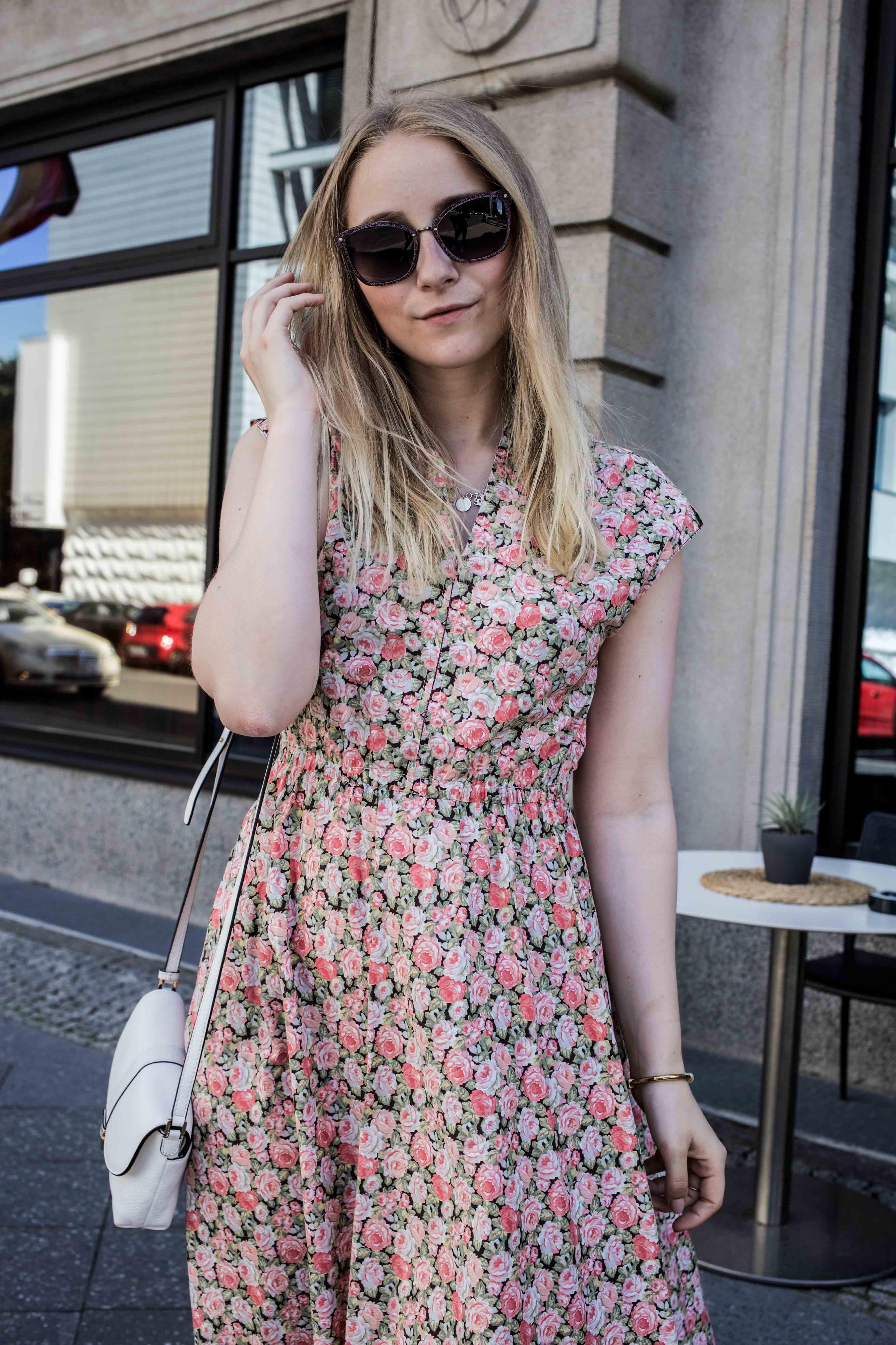 80er-jahre-blumenkleid-paris-vintage-lover-second-hand-outfit-look-fashionblogger-modeblog_7773
