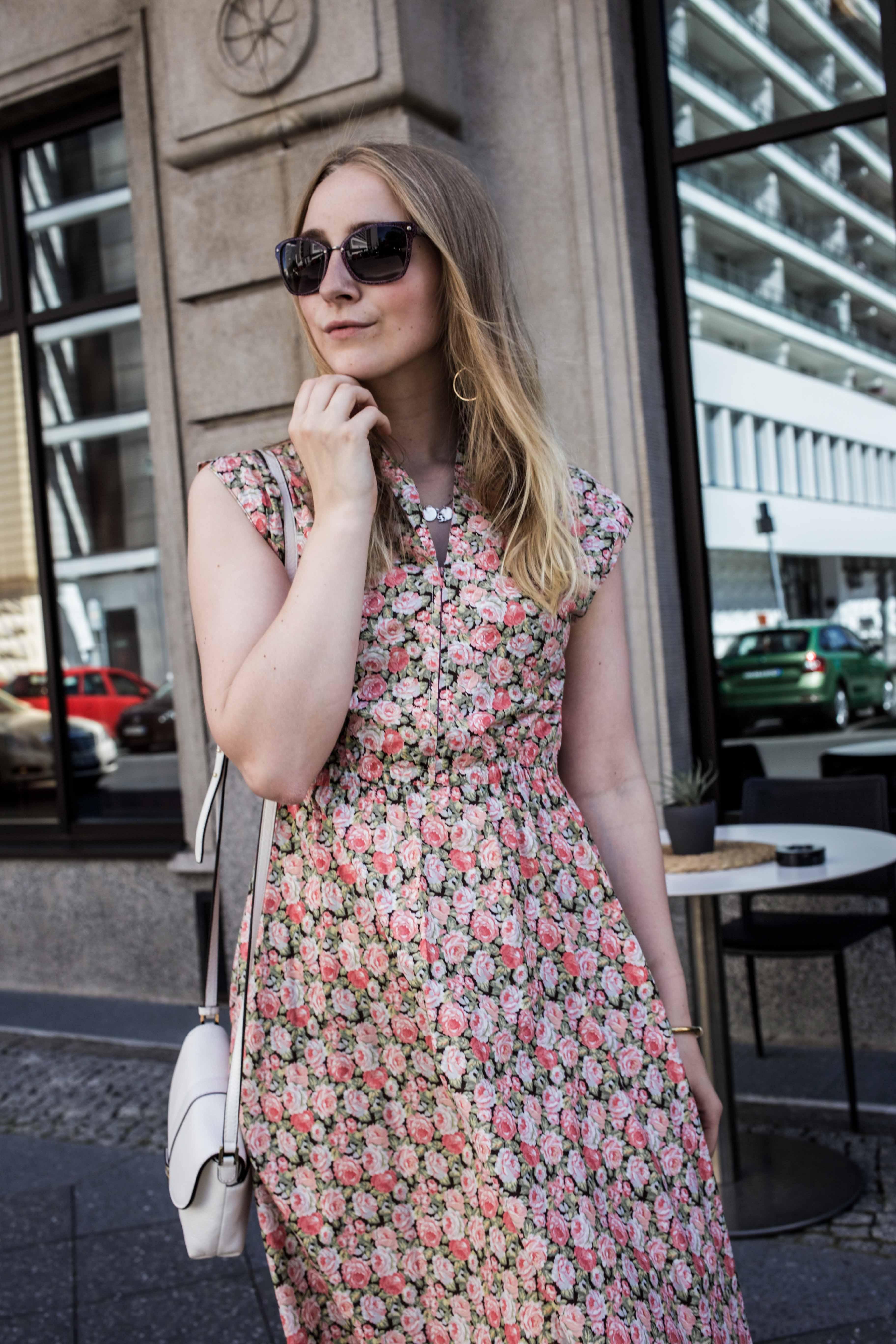 80er-jahre-blumenkleid-paris-vintage-lover-second-hand-outfit-look-fashionblogger-modeblog_7777