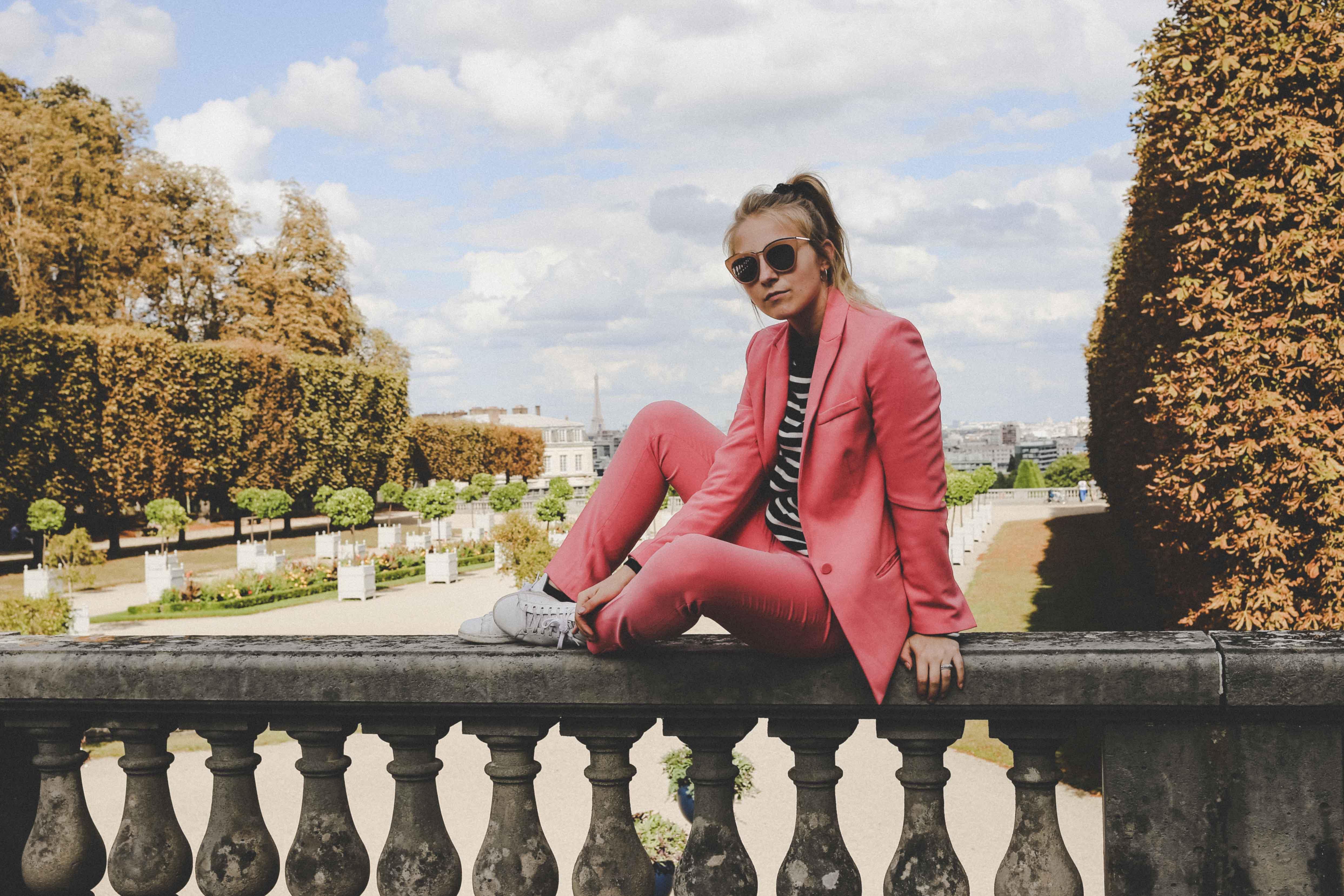 trendreport-pinker-hosenanzug-pink-suit-how-to-paris-fashionblog-modeblog-outfit_1847