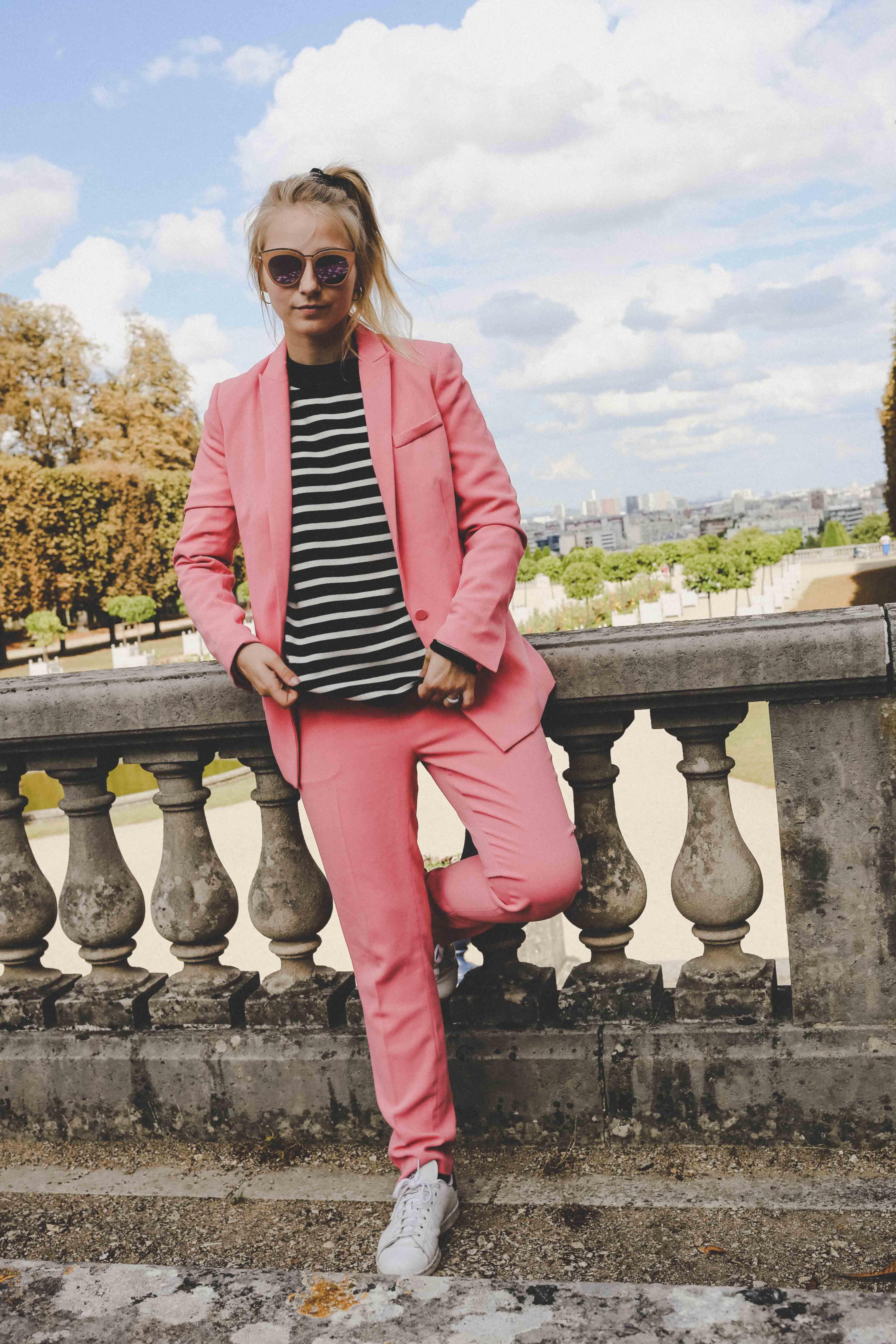 trendreport-pinker-hosenanzug-pink-suit-how-to-paris-fashionblog-modeblog-outfit_1862