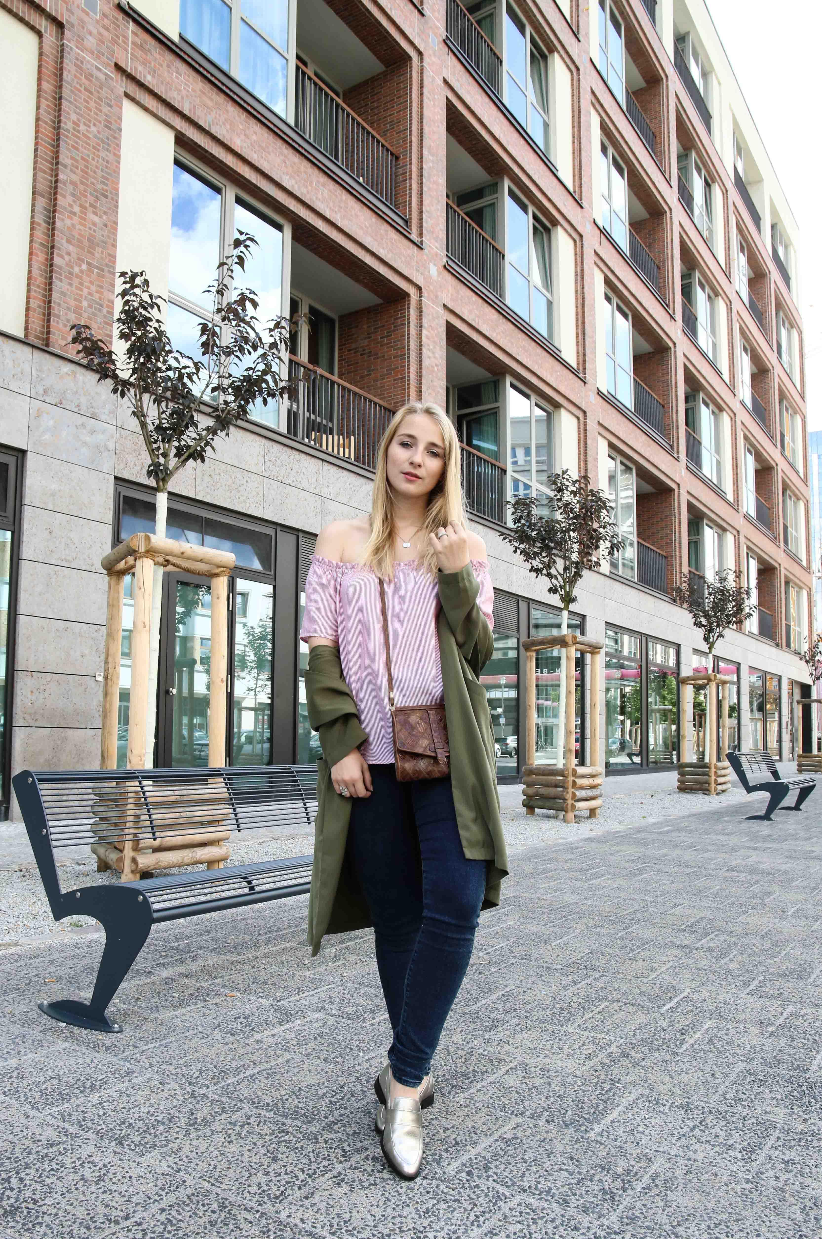 blue-ridge-metallic-slipper-blaue-skinny-jeans-modeblog-fashionblog-outfit-offshoulder-shirt_9870