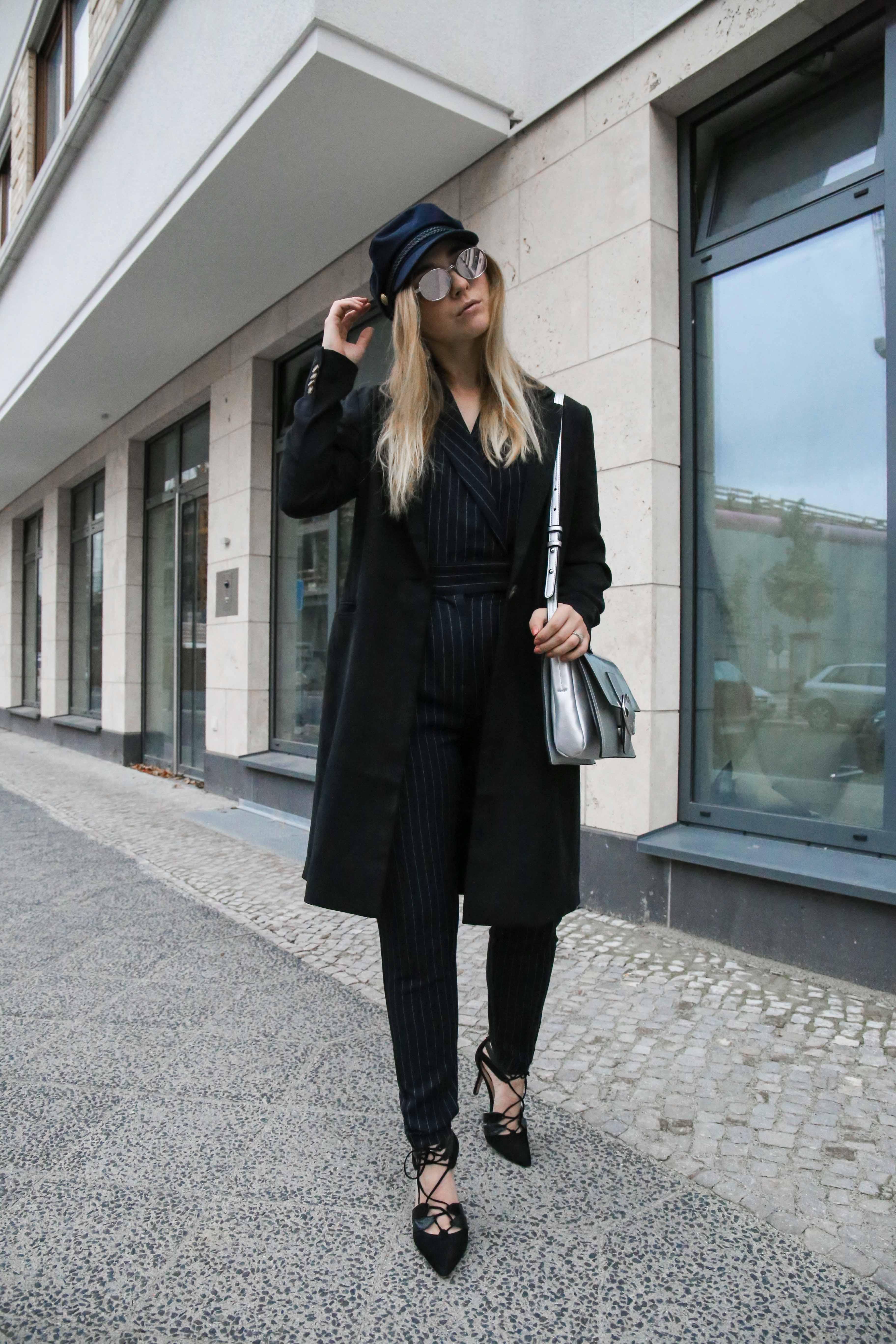 baskenmütze-overall-silber-umhängetasche-jumpsuit-outfit-blogger-berlin_1887