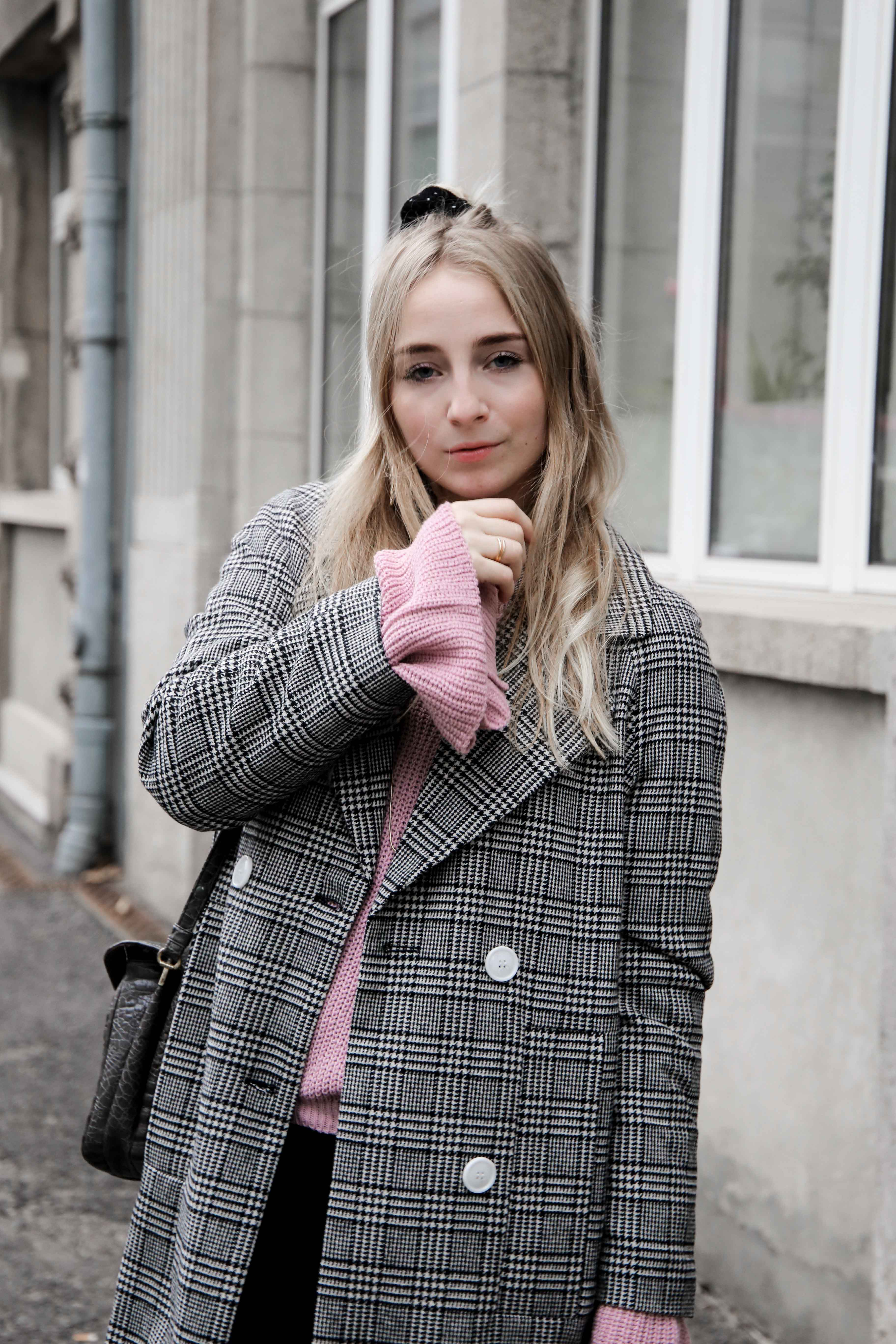 herbst-outfit-glencheck-muster-mantel-mode-blog-köln-trompetenärmel